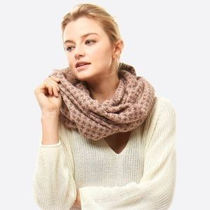 🆕 Pink Houndstooth Print Infinity Scarf